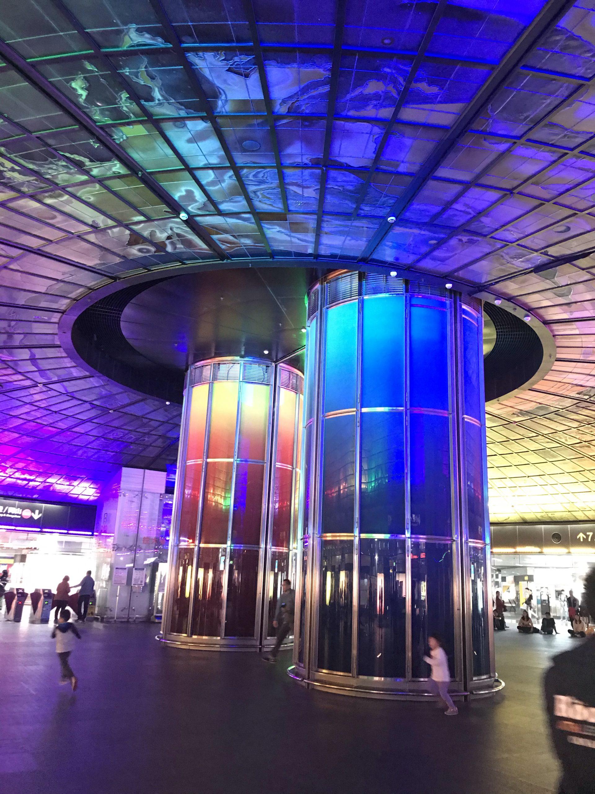 美麗島駅の光のショー